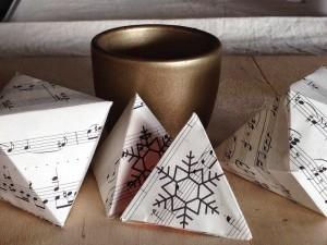 KreARTON_geometrikus_dekoracio_karacsony_cardboard_reuse_design0003